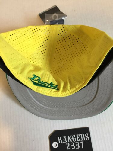 3888eb440f4 3 of 6 Nike True Oregon Ducks Vapor Performance Fitted Yellow Hat Cap Size 7  1 2