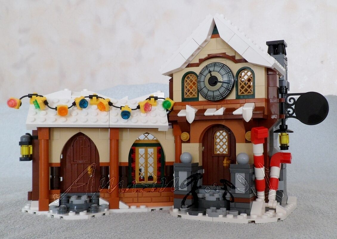 Discontinued Genuine New Lego Santa's Workshop House Only Split From 10245