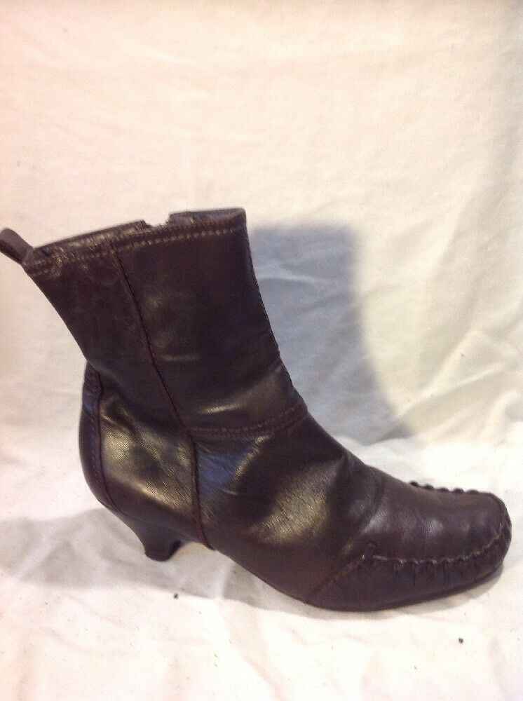 Clarks Brown Ankle Leather Boots Size 5.5