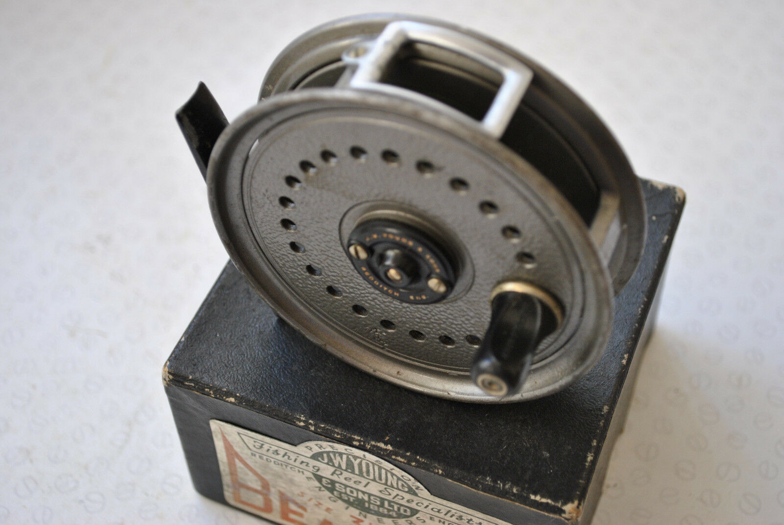 A GOOD VINTAGE BOXED J W YOUNG 3 1 2  BEAUDEX TROUT FLY REEL
