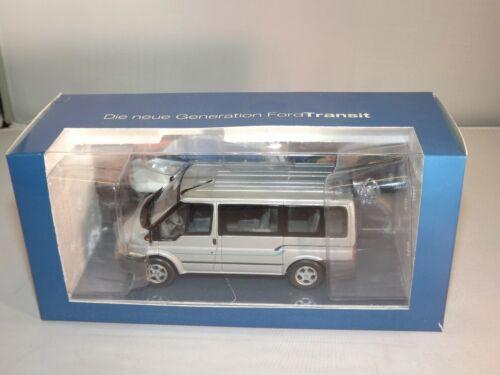 2222001 Ford Modellauto Kollektion 1:43 Transit /'01 Euroline Kombi