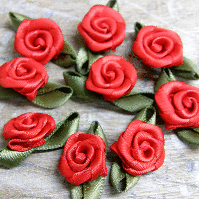 50 x ROSE BUDS SATIN RIBBON FLOWERS ROSEBUDS FLOWERS  SCRAPBOOKING 30x17mm