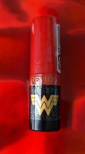 Revlon-Wonder-Woman-X-WW84-Super-Lustrous-Lipstick-Super-Heroine-Matte-Red-002
