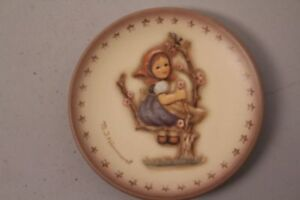 Goebel-Hummel-Hum-976-Reproduction-Plate-Motif-1976-Apple-Tree-Girl-Plate