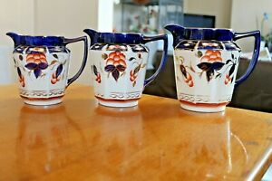 Antique-Vintage-Set-Of-3-Granduated-Antique-Arthur-Wood-Jugs-Iris-Blue-Gilt-Gold