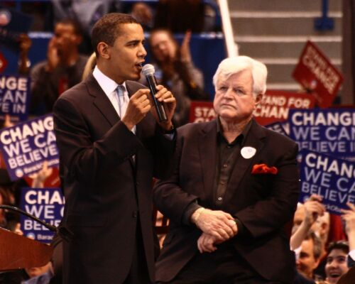 BARACK OBAMA AND SENATOR TED KENNEDY AT CONNECTICUT RALLY 8X10 PHOTO EP-837