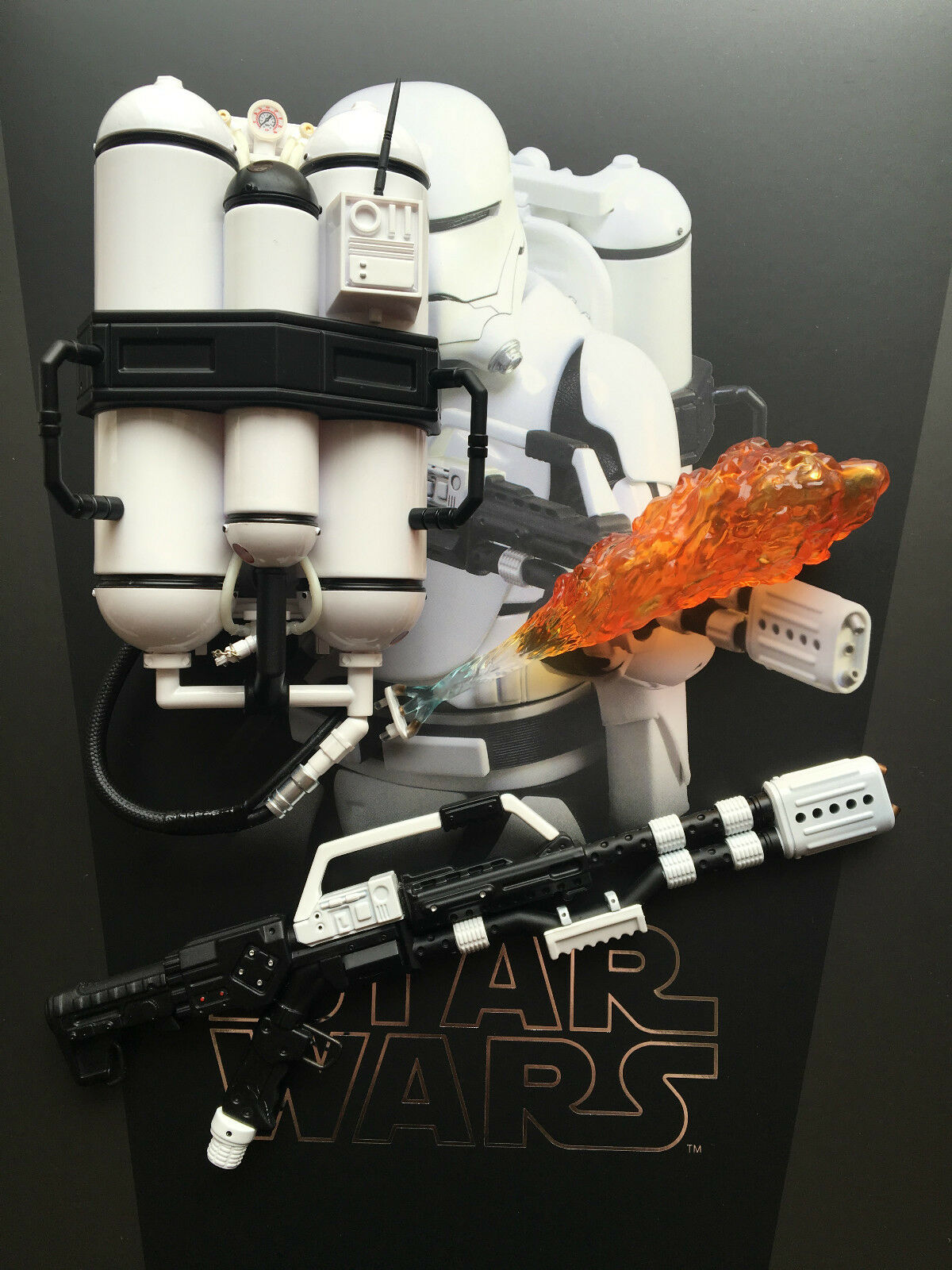 Hot Toys Star Wars Force Awakens 1st Order Flametrooper Rifle & Tank 1 6th scale