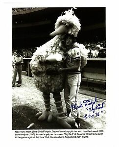 Mark-034-The-Bird-034-Fidrych-amp-034-Big-Bird-034-reprinted-autograph-from-a-UPI-wire-photo