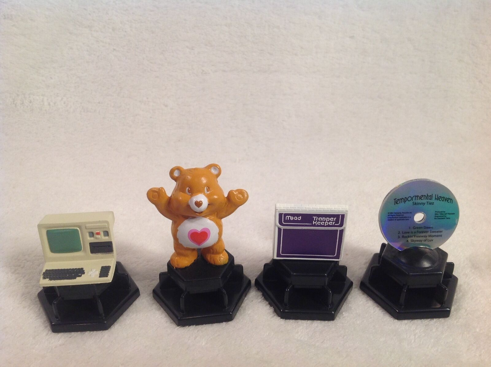 TRIVIAL PURSUIT TOTALLY 80'S REPLACEMENT 4 PAWNS COMPUTER CARE BEAR RECORD