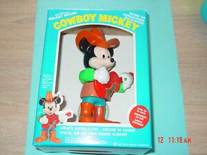 Micky-Maus-Cowboy-Figur-Gitarrenspieler-m-d-OVP-20-cm-schoen-selten-top