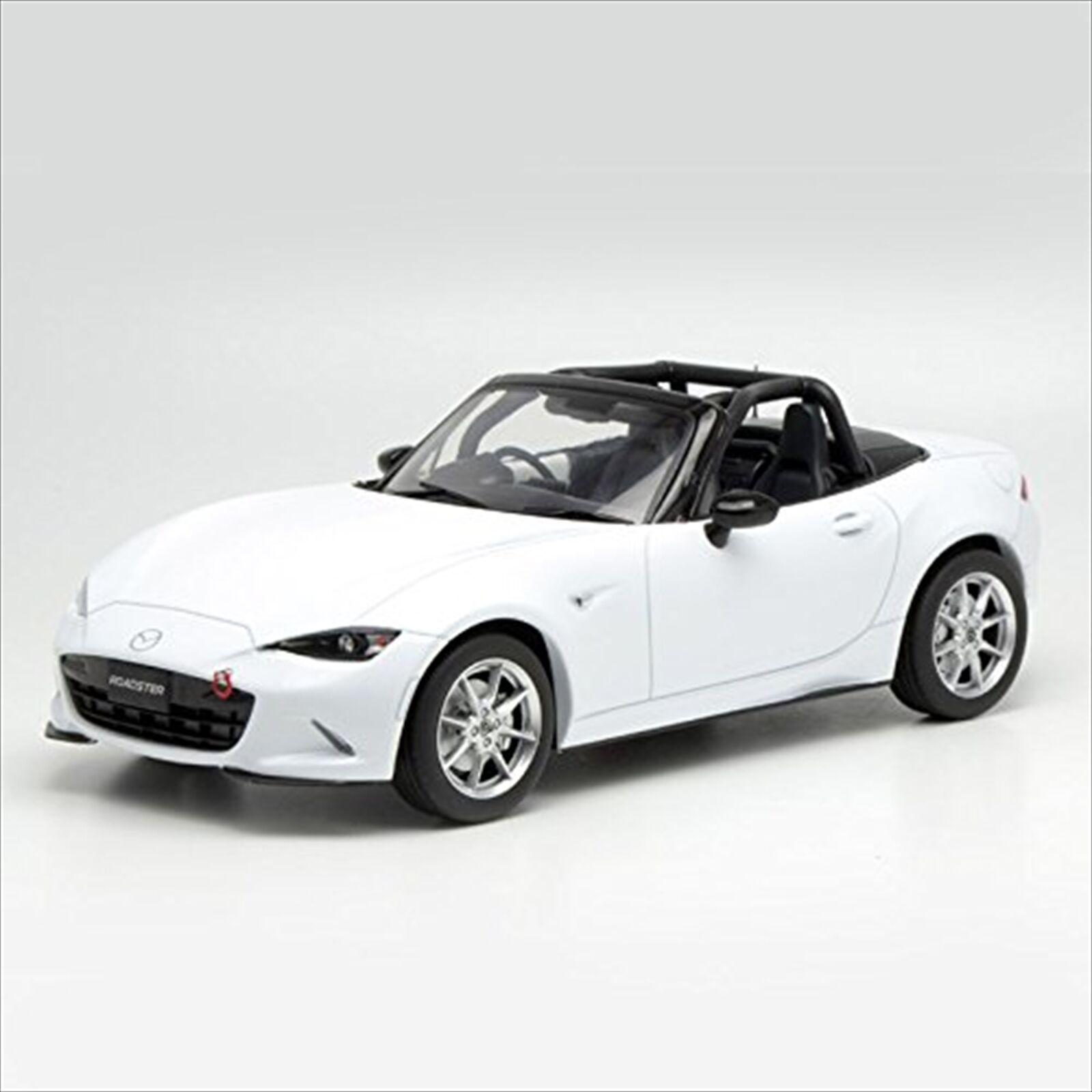 FÖRSTA 18  18 Mazda Roadster NR -A vit tärningskast modellllerler F18 -019