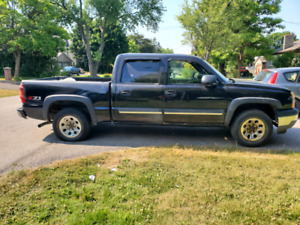 2005 CHEVY SILVERADO Z71 4X4 LOADED LEATHER SUNROOF MUST BE SEEN