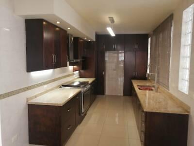 casa con acabados de lujo cerca de la calzada Zamora Jacona 3 plantas 5 recamaras 2 ba