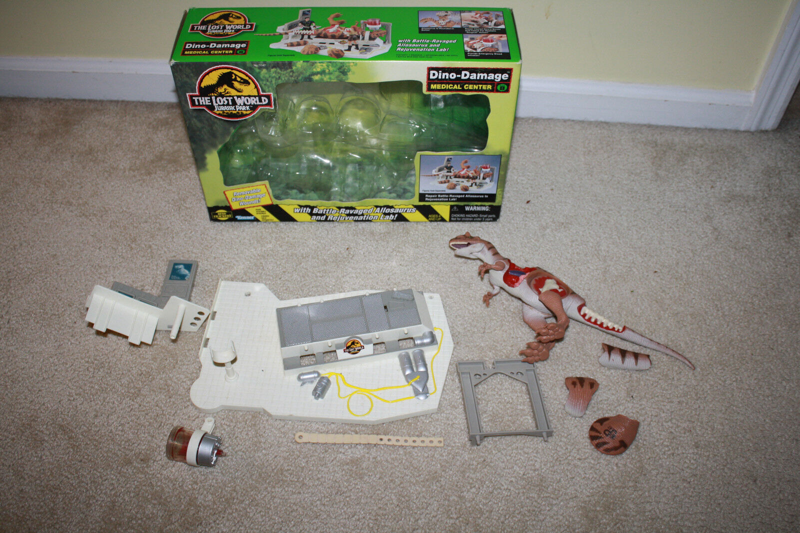 Vintage Kenner Lost World Jurassic Park Dino Damage Medical Center w/Box, Insert