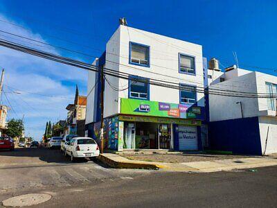 Edificio con 2 Departamentos y 2 Locales Comerciales Arboledas de Loma Bella Puebla
