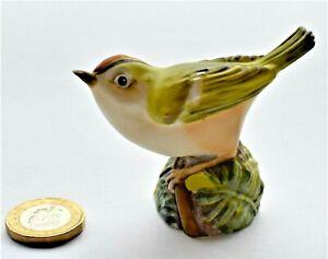 Vintage-English-Royal-Worcester-Bird-Bone-China-Gold-Crest-No-3338-6cm-high