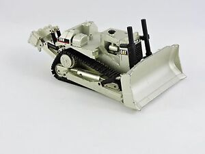 Caterpillar-Cat-D8N-Track-Type-Tractor-NZG-Modelle-No-233-Pale-Gold-model-1-50