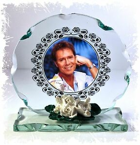 Cliff-Richard-Cut-Glass-Round-Frame-Plaque-Limited-Edition-CD10