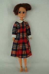 Otto-Simon-FLEUR-brunette-doll-in-BUDGET-outfit-1254-Dutch-Sindy-MADELIEF