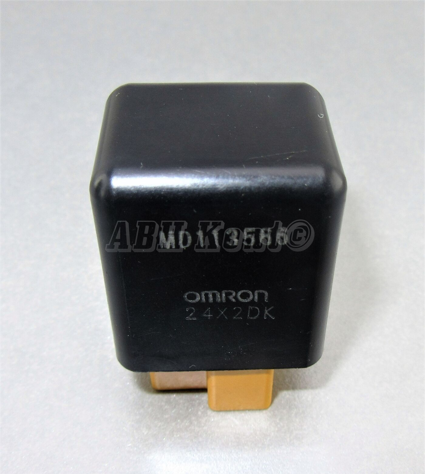 507-Mitsubishi 90-10 3-Pin Negro Carga Alternador Seguridad Relé MD113566 Omron