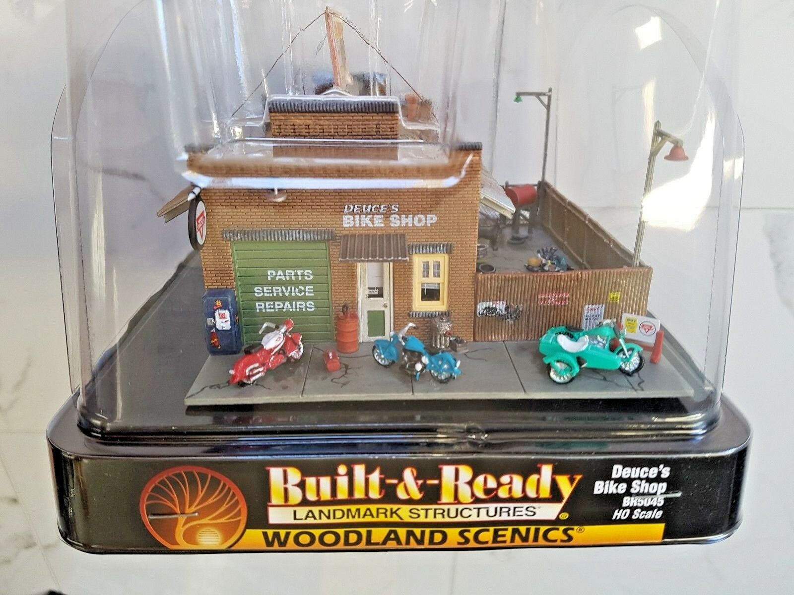 Woodland Scenics 1 87 HO Scale Built & Ready Deuce's Bike Shop Item BR 5045 F S