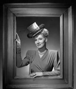 OLD-CBS-RADIO-PHOTO-Penny-Singleton-in-the-radio-comedy-Blondie-5
