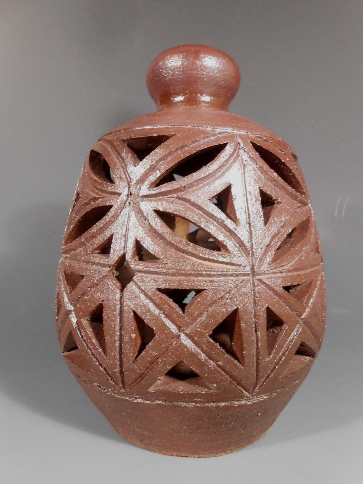American Art Pottery reticulado ovoide en forma de vela linterna ca. 20th Century