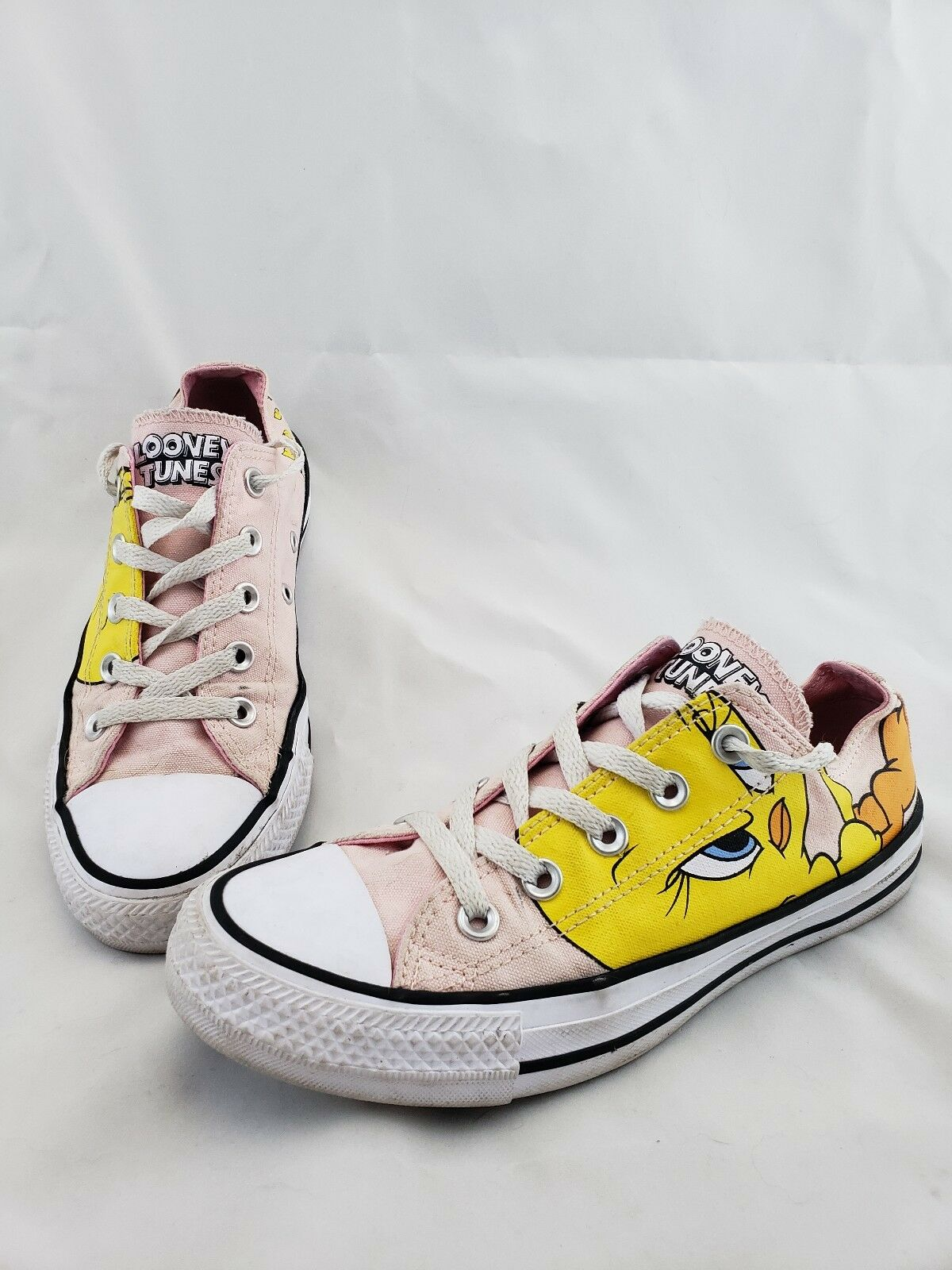 Converse All Star Tweety Bird Pink Sneakers shoes Men's Size 4 Women's 6