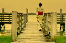 Incorniciato stampa-giapponese geisha Passeggiata attraverso un ponte di legno (Oriental FOTO)
