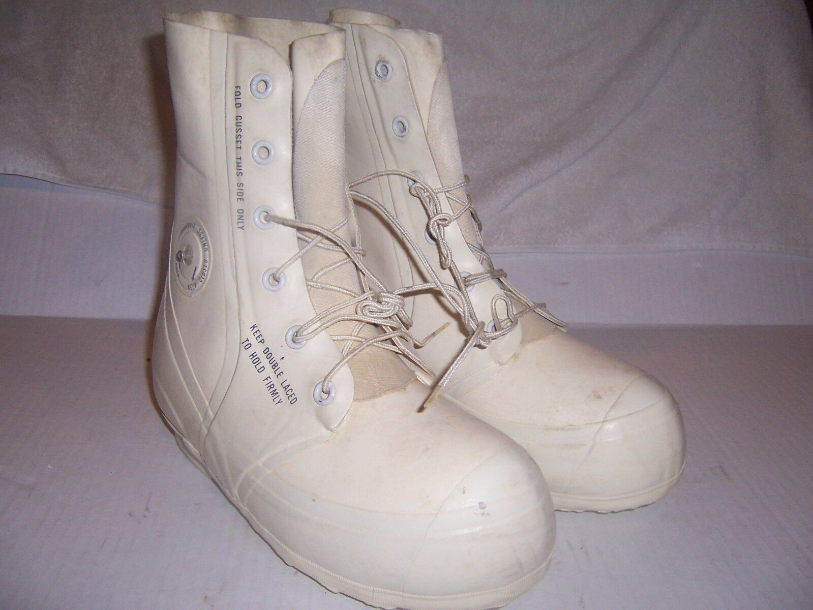 New BATA White MICKEY MOUSE BUNNY BOOTS -30° Extreme Cold Weather SIZES 8-12