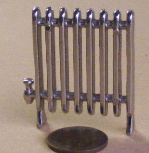Échelle 1:12 en métal argenté non fonctionnel Radiateur 4 cm x 4.3 cm tumdee maison de poupées