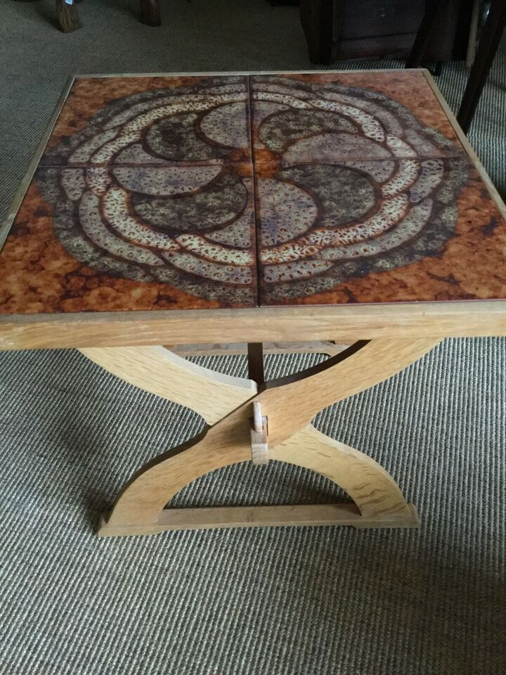Kakkelbord, egetræ, b: 41 l: 41 h: 41