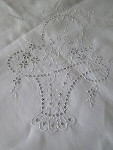 ANTIQUE-MADEIRA-LINEN-TABLECLOTH-HAND-EMBROIDERY-BASKETS-BOWS-amp-FLOWERS-88x106