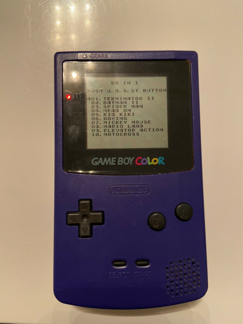 Nintendo Game Boy Color, God, Den virker perfekt. Der er 64…