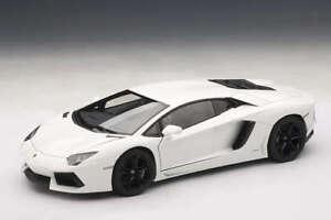 Lamborghini-Aventador-LP-700-4-Bianco-Isis-White-AUTOart-Signature-1-18-AA-74663
