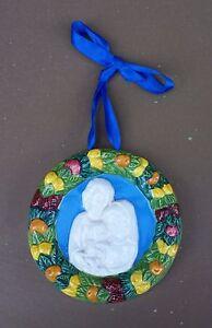 Plaque-ceramique-polychrome-signee-LA-GIARA-DERUTA-DELLA-ROBBIA-Sainte-Famille