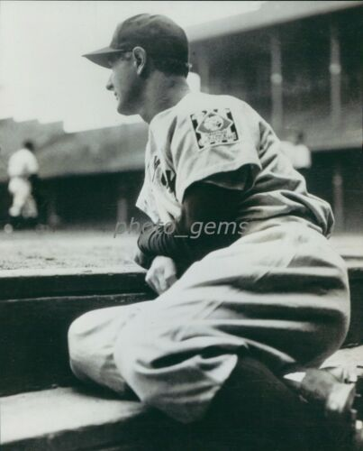 1939 Lou Gehrig Pulls Himself Out of Lineup 8x10 Archival Photo