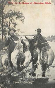 Riverside-Michigan-034-Some-Ducks-034-Hunters-Geese-Hunting-1911-Vintage-Postcard