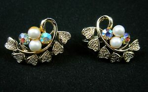 Coro-Pearl-and-AB-Rhinestone-Vintage-1960s-Clip-Earrings-Filigree-Hearts-Signed