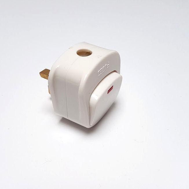 Prise Secteur Haut Haut Haut avec Interrupteur On/Off 13a Amp Fusionné Lampe-Témoin Blanc 828d06