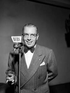 OLD-CBS-RADIO-PHOTO-Radio-Newscaster-Harry-Marble-Stands-At-A-Wcbs-Microphone