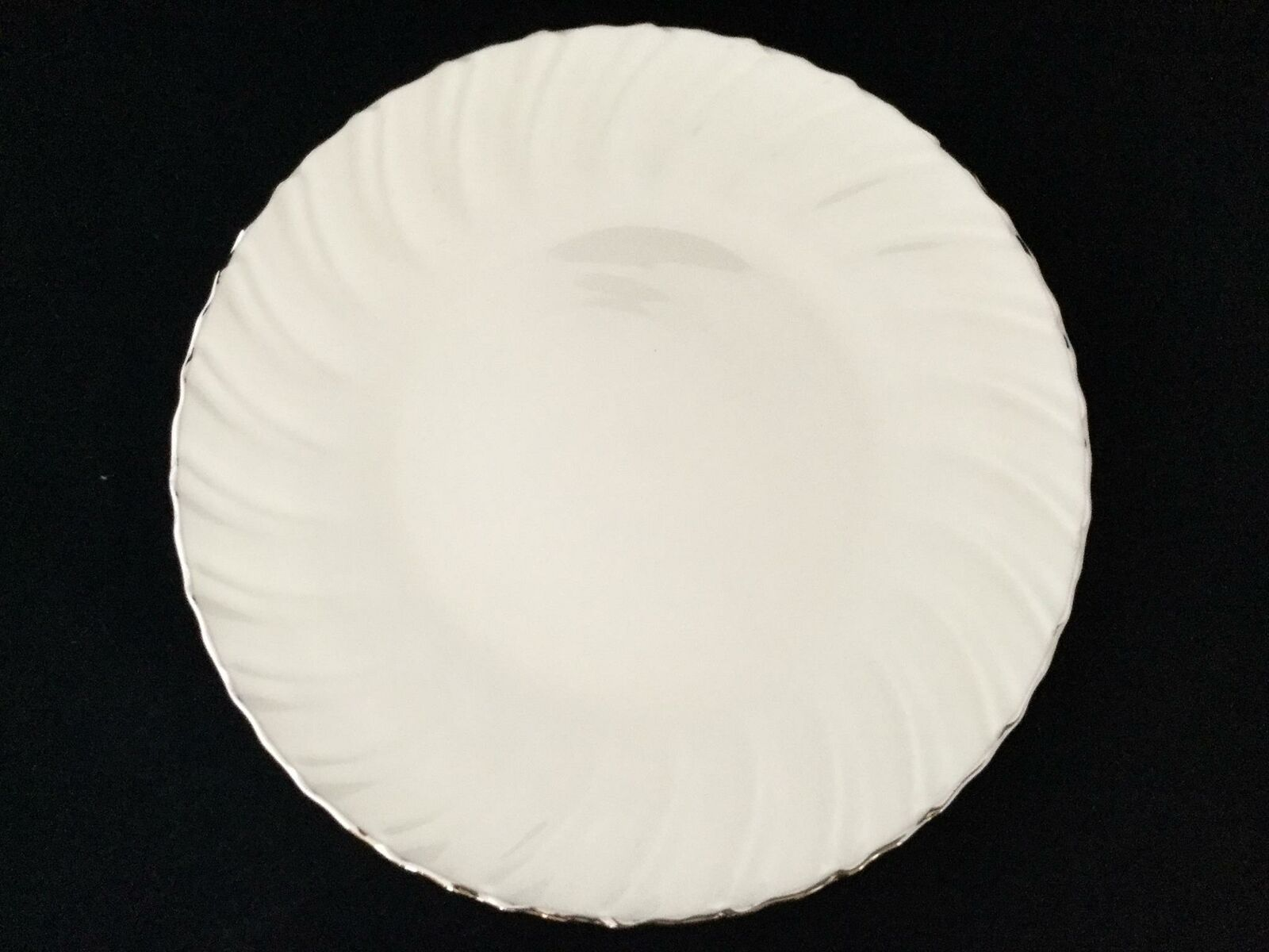NEW Beautiful Set of 4 Lenox Weatherly Platinum Swirl 10 1 4  Dinner Plates