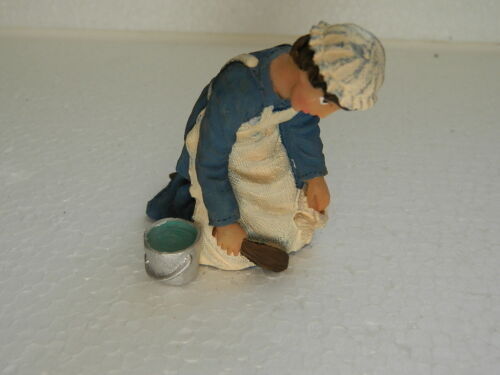 P9 Casa delle Bambole Persone resina inginocchiata Cameriera con benna