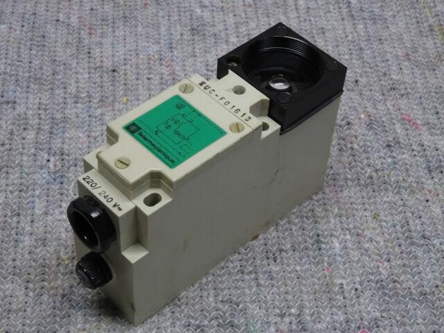 Typ 220V AC// Neu//OVP Telemecanique Photoelektrischer Sensor XUL F04631