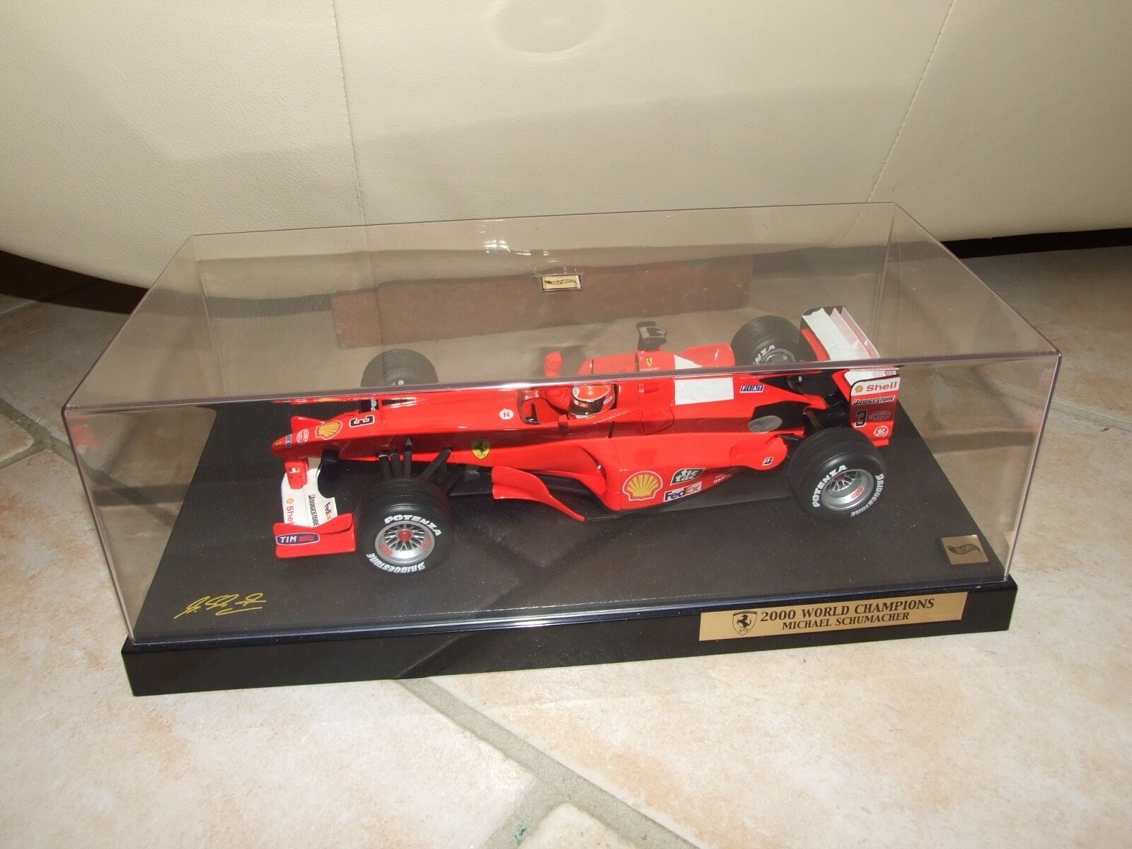FERRARI F2000 2000 M. SCHUMACHER HOTWHEELS 1 18 World Champion