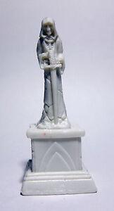 1 x GRAVE MINION SHOVEL BONES REAPER miniature figurine rpg graveyard 77400