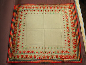 Durable Service #1490 Beautiful Vintage Hand Embroidered Tablecloth 75cm/70cm 29.5''x27.5''