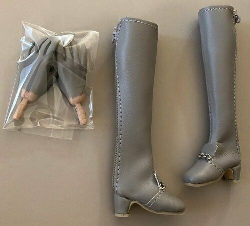 """BOOTS AND GLOVED HANDS FROM HELLO NEW YORK 12/"""" POPPY LTD ED FASHION ROYALTY DOLL"""