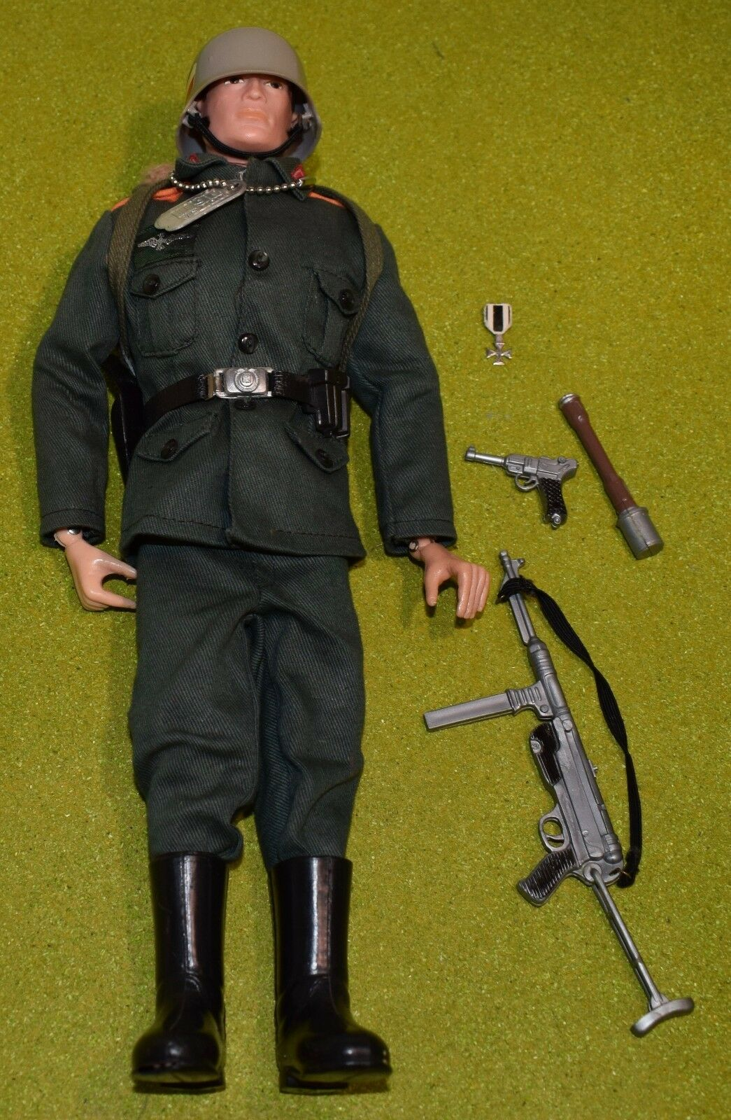 ORIGINAL VINTAGE ACTION MAN HARD HANDS GERMAN STORMTROOPER -439