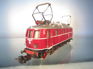 Maerklin-3023-Elektrolokomotive-E-18-in-roter-Reichsbahnausfuehrung